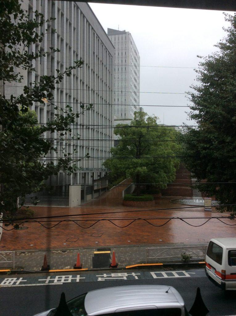 東洋大学の門